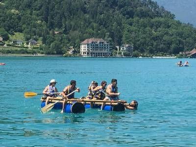 construction de radeaux team building annecy